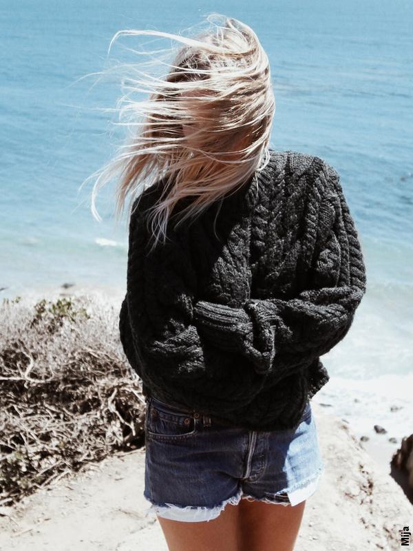 Short en jean + pull noir