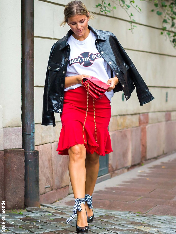 Veste en cuir + jupe rouge