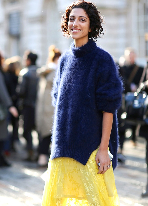 Yasmin Sewell - Look jaune et bleu