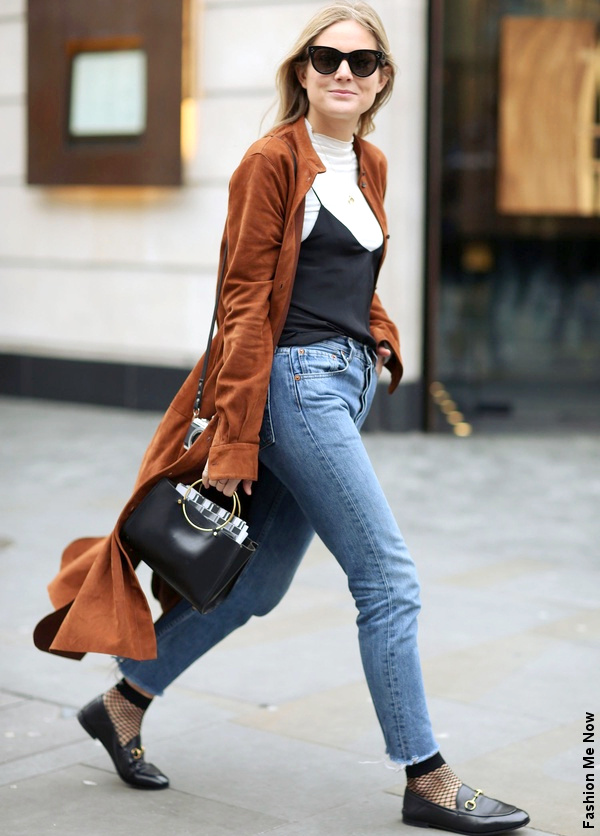 Manteau en daim + jean + socquettes résille