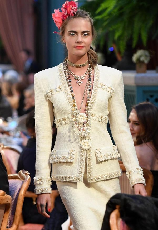 Cara Delevingne - Défilé Chanel Métiers d'Art 2017