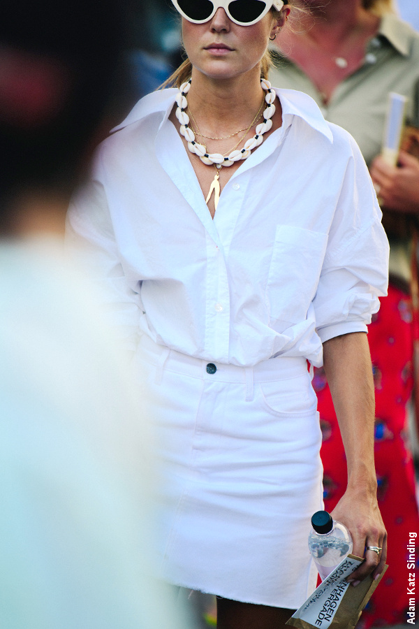 Street style - Chemise blanche + jupe blanche