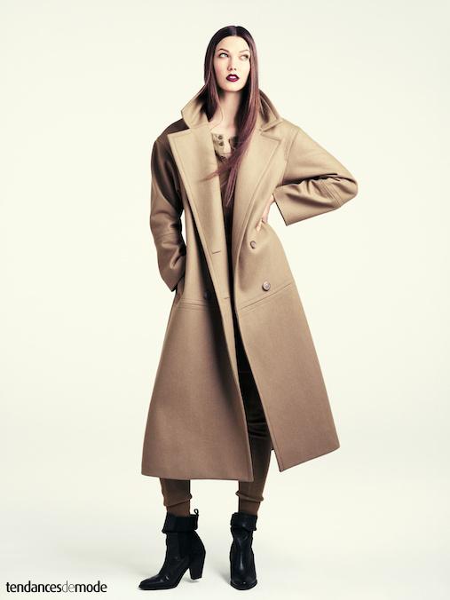 Fuseau camel port� avec un manteau camel droit l�g�rement oversize