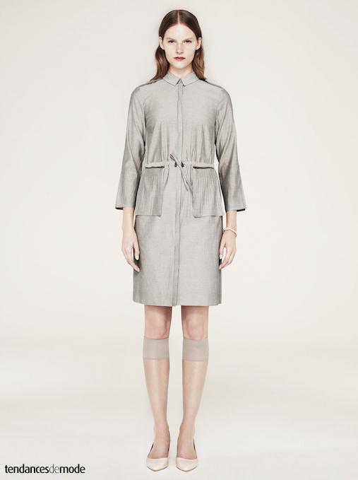 Robe chemise gris clair froncée à la taille