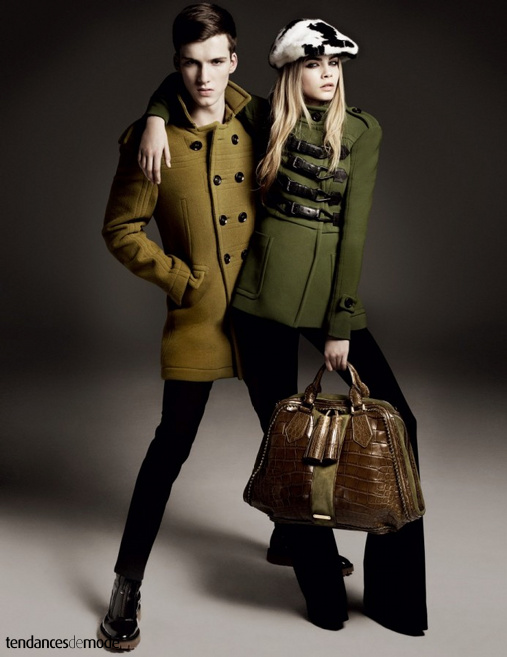 Johnny George - Cara Delevingne - caban kaki - manteau militaire - Burberry