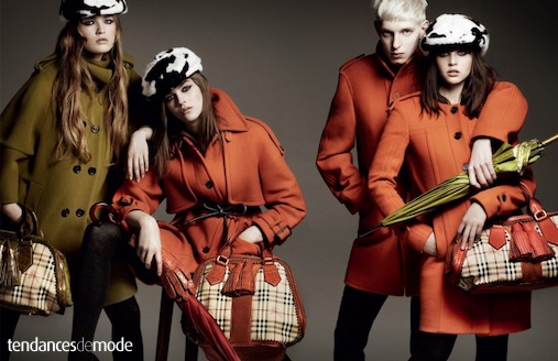 Amber Anderson - Molly Smith - Felicity Jones - Thomas Penfound - Burberry - manteaux orange
