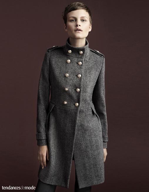 Manteau militaire gris à boutons dorés