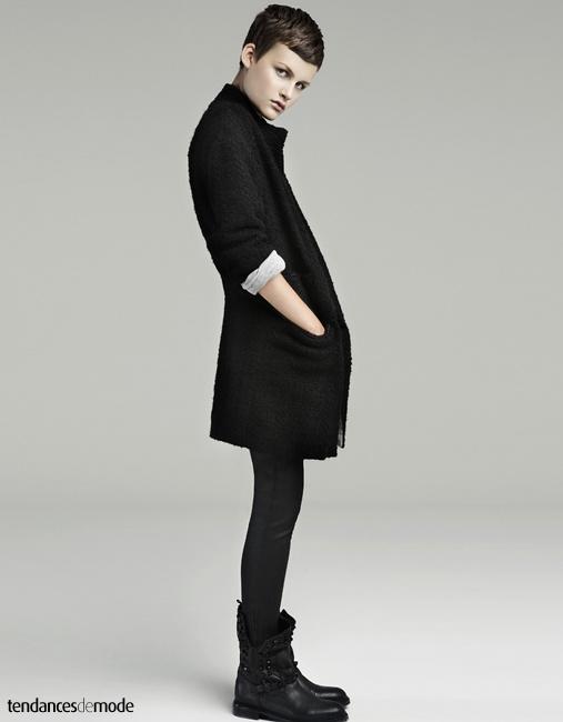 Manteau noir 3/4 doublé de gris, slim noir ciré , boots de biker noires