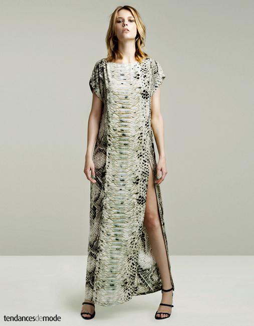 Robe longue imprim� python, encolure tee-shirt et fendue haut sur la jambe