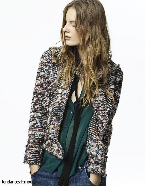 Veste courte en laine façon Chanel, jean large