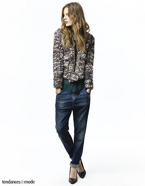 Veste en laine multicolor, jean boyfriend, escarpins noirs
