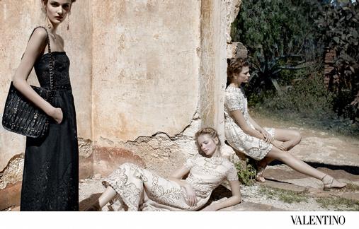 Bette Franke, Zuzanna Bijoch, Maud Welzen posent pour Valentino