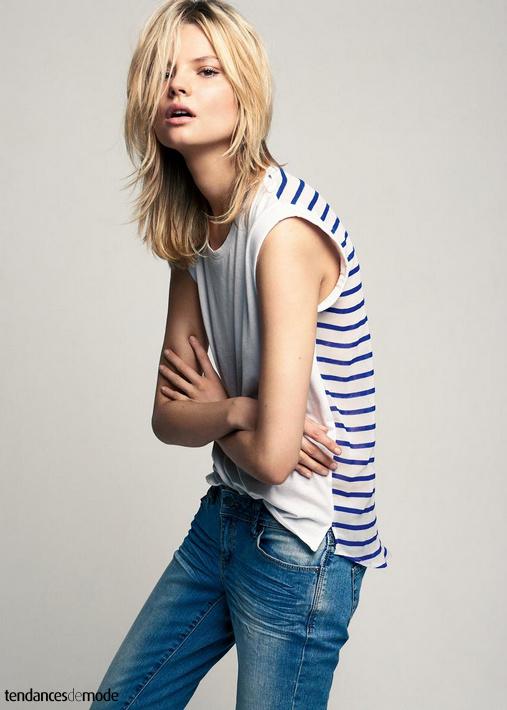 Tee-shirt sans manches rayé bleu/blanc, jean délavé