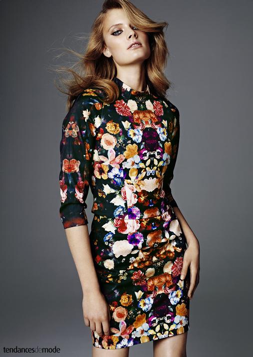 Top à pinces fleuri et mini jupe bodycon