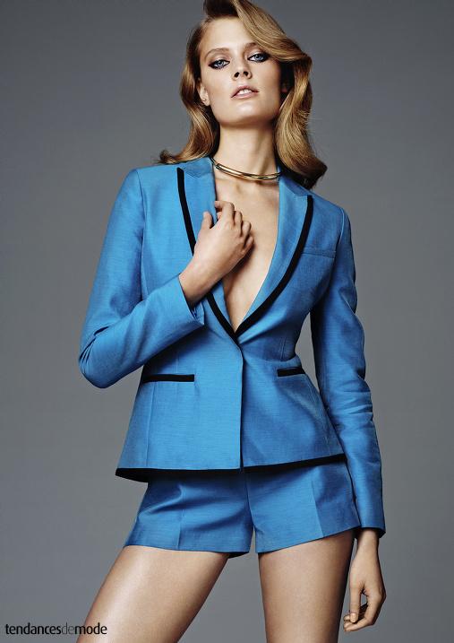 Tailleur short bleu céruléen