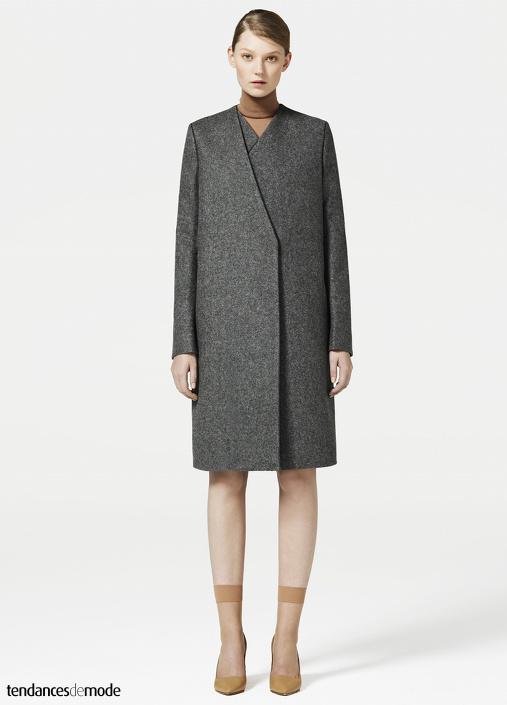 Manteau gris, sous-pull brique, bas peau