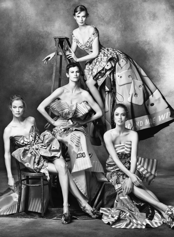 Campagne Moschino - Automne/hiver 2014-2015 - Photo 1