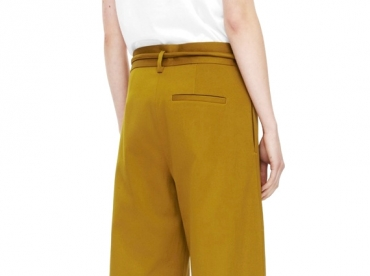 Wanted : un pantalon large jaune moutarde