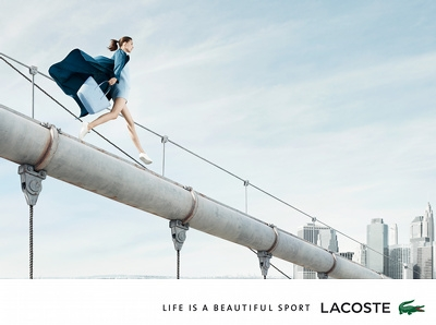 La fille Lacoste, funambule urbaine ?