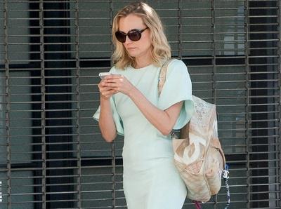 Diane Kruger succombe au charme r�gressif des sacs � dos Chanel