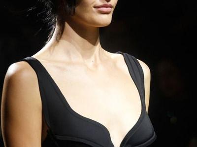 D�tails lingerie + monochrome = la parfaite petite robe noire