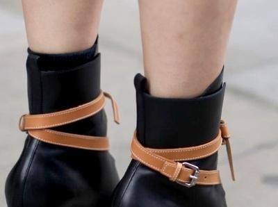 Wanted : une paire de bottines Louis Vuitton by Nicolas Ghesqui�re