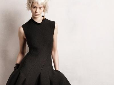 La parfaite petite robe noire selon Lanvin