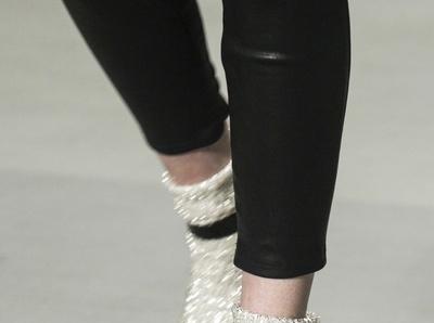 Hedi Slimane, l'homme qui donna envie aux filles de porter des socquettes dans leurs escarpins...