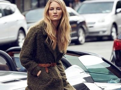 Le kaki, la couleur dont les blondes devraient user et abuser !