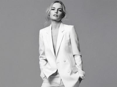 Entre costume port� � m�me la peau et baskets blanches, Kate Bosworth a tout bon !