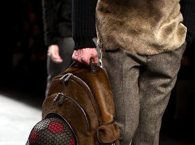 Le sac � dos multifonctions Fendi ne devrait pas laisser les footballeurs indiff�rents...