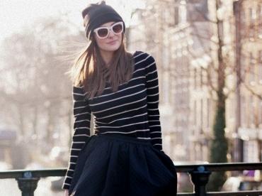 Marini�re moulante + jupe bouffante + collants ultra opaques + bonnet = le bon mix