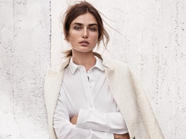 Entre jean boyfriend destroy et faux blanc, ce look H&M a tout bon !