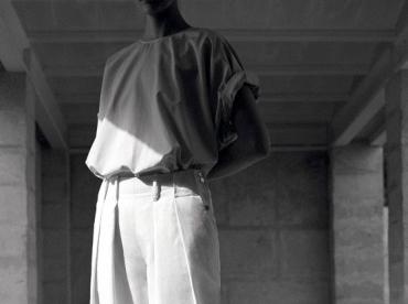 Entre volume �pur� et sportswear d�tourn�, ce look Herm�s a tout bon !