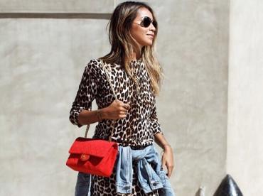 Port�e en mode casual, la mini robe l�opard se fait plus cool que jamais !