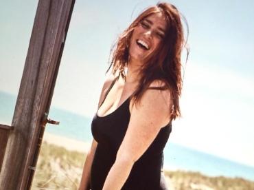 Le maillot une pi�ce r�glisse : la petite robe noire de la plage !
