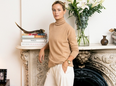 Pull col roul� camel + pantalon blanc oversize = le bon mix
