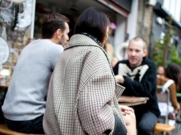 Entre amplitude et petits carreaux, ce manteau a tout bon !