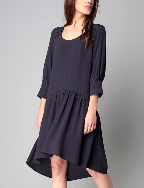 Robe bleu conseils et tendances de mode for Quelle couleur porter avec du rouge