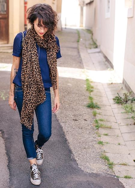 Maxi foulard léopard + slim + converses
