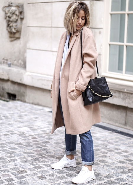 Manteau camel + baskets blanches