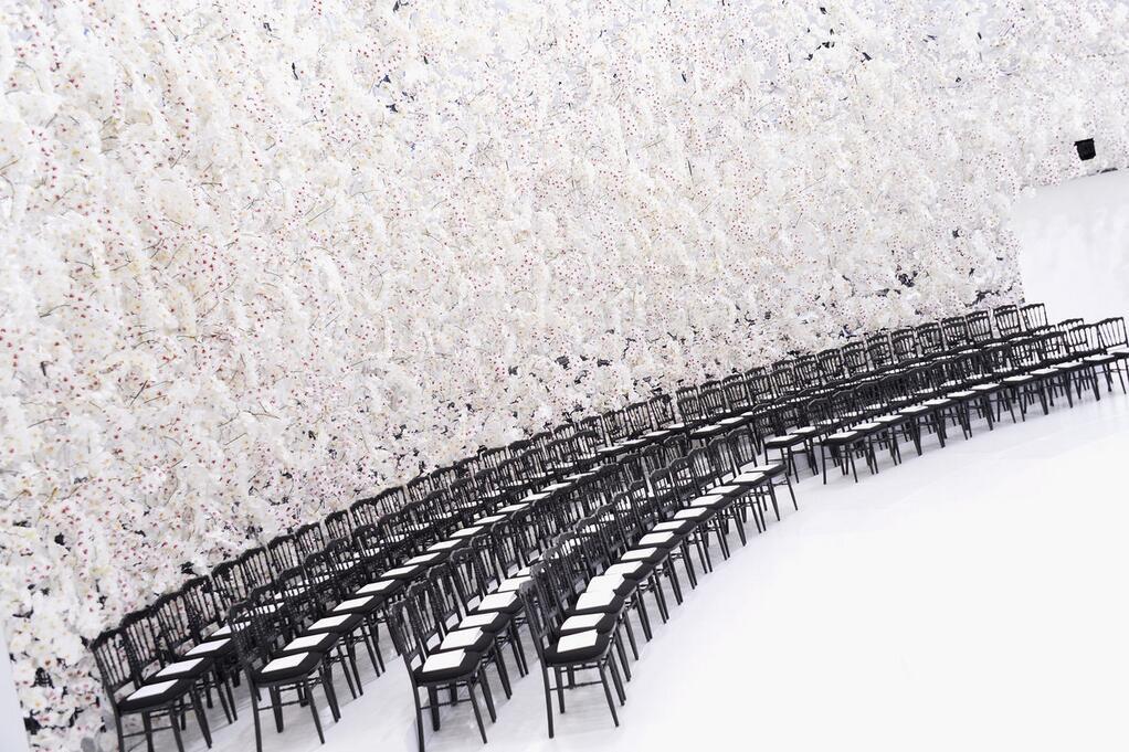 150000 orchidées blanches pour le défilé Dior
