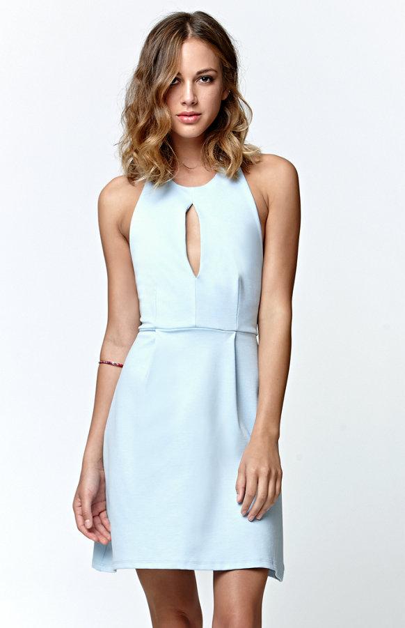 Robe dos nu comment la porter en t tendances de mode for Robes de mariage bleu ciel