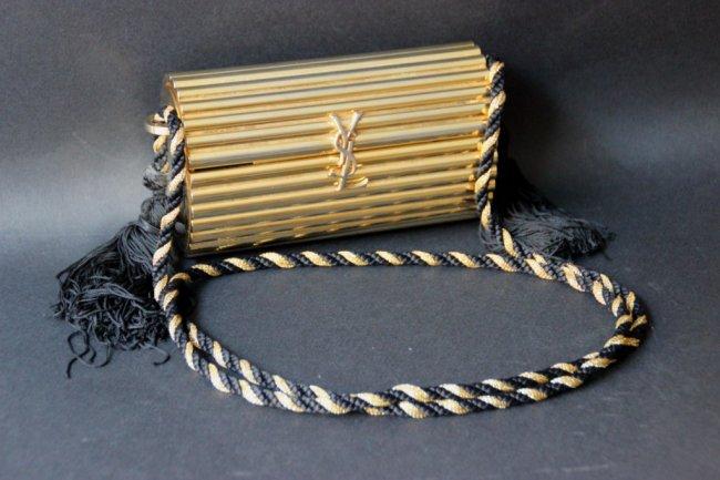 pochette dore vintage avec quoi la porter tendances de mode