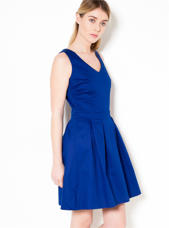 robe patineuse bleue avec quelle veste l 39 associer tendances de mode. Black Bedroom Furniture Sets. Home Design Ideas