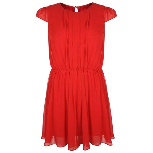 Comment porter une robe rouge pour un mariage