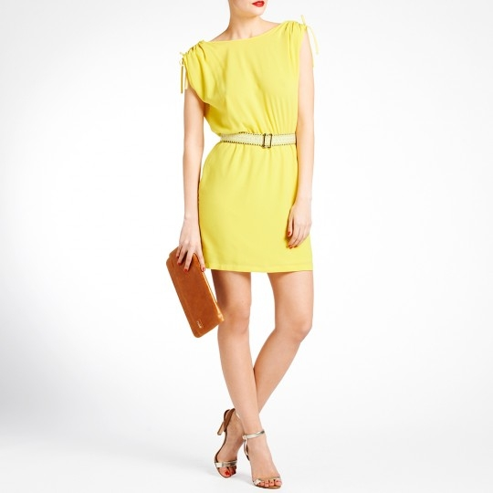 Quelle veste mettre avec une robe jaune