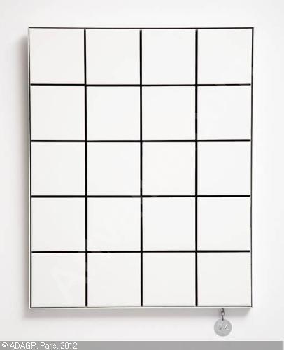 le sac papier a4 carreaux de balenciaga tendances de mode. Black Bedroom Furniture Sets. Home Design Ideas