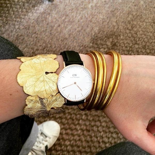 Montre et bracelets dorés