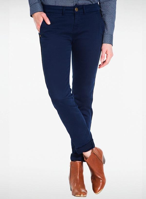 pantalon chino bleu marine avec quelles chaussures les porter tendances de mode. Black Bedroom Furniture Sets. Home Design Ideas